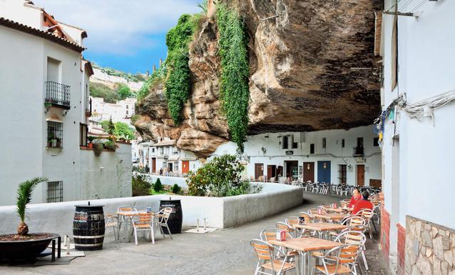 Thăm ngôi làng đá đè ở Tây Ban Nha - Ảnh 14.