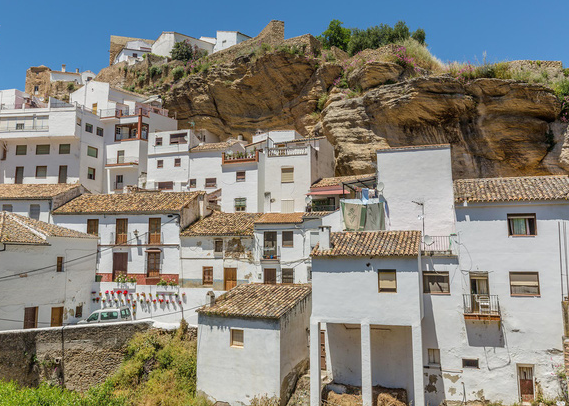 Thăm ngôi làng đá đè ở Tây Ban Nha - Ảnh 3.