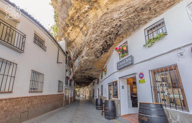 Thăm ngôi làng đá đè ở Tây Ban Nha - Ảnh 6.