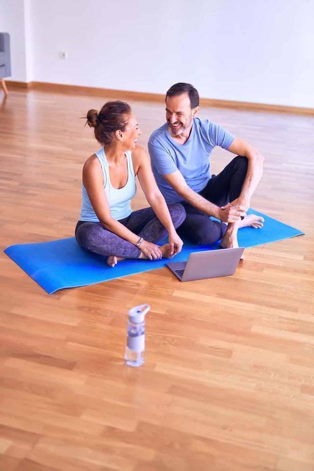 Tập thể dục ở tuổi trung niên giúp giảm nguy cơ tổn thương não - Ảnh 1.