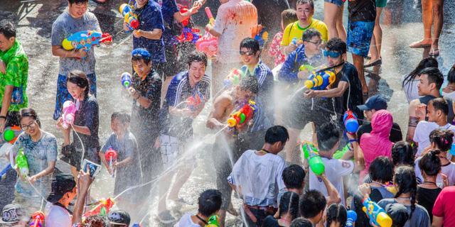 Thái Lan sẽ tổ chức lễ hội té nước Songkran 2021 - Ảnh 3.