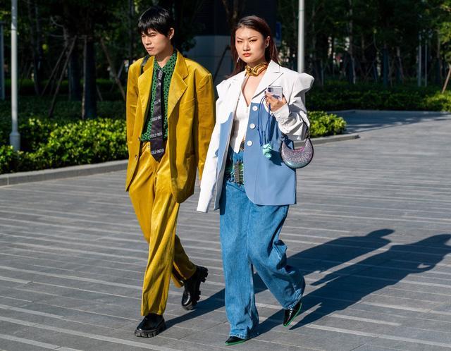 Street style tại các tuần lễ thời trang: suits vẫn phủ sóng - Ảnh 1.