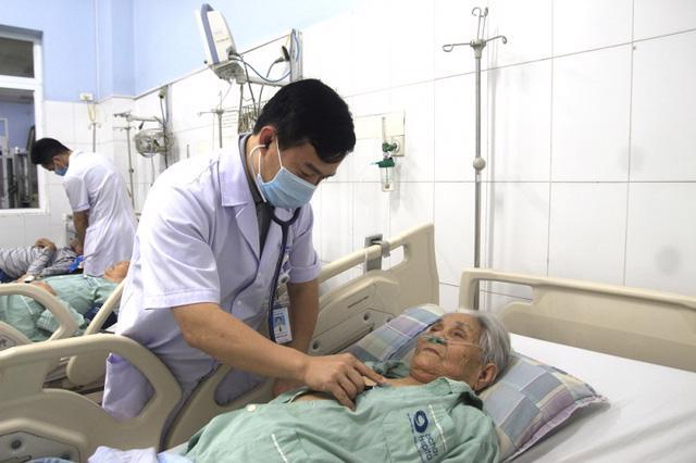 Theo dõi sát sao và phản ứng nhanh giúp cứu sống người nhồi máu cơ tim cấp - Ảnh 2.