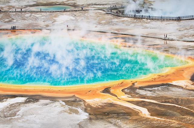 Grand Prismatic Springs: những gam màu tuyệt đẹp trong làn khói - Ảnh 1.