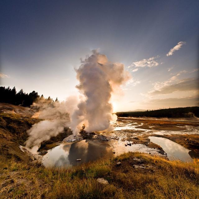 Grand Prismatic Springs: những gam màu tuyệt đẹp trong làn khói - Ảnh 9.