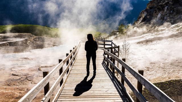 Grand Prismatic Springs: những gam màu tuyệt đẹp trong làn khói - Ảnh 10.