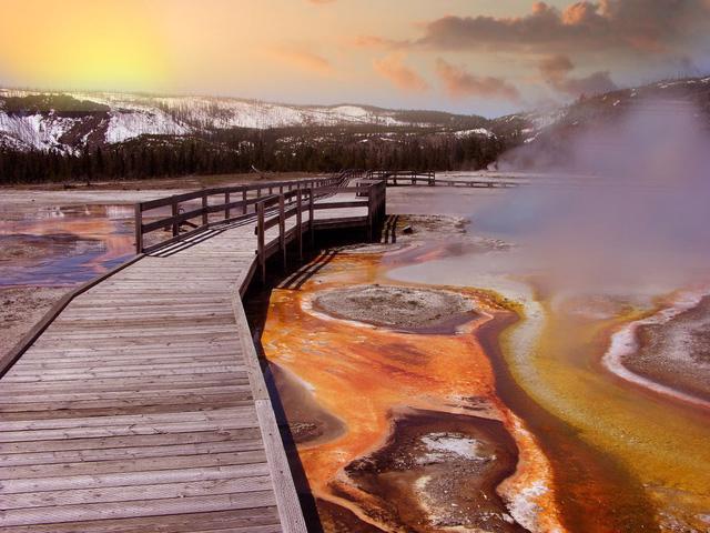 Grand Prismatic Springs: những gam màu tuyệt đẹp trong làn khói - Ảnh 3.