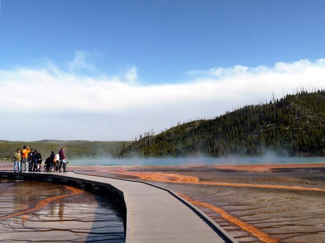 Grand Prismatic Springs: những gam màu tuyệt đẹp trong làn khói - Ảnh 4.