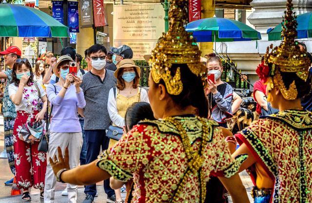 Thái Lan có thể sẽ miễn cách ly cho du khách đã tiêm vaccine Covid-19 - Ảnh 1.