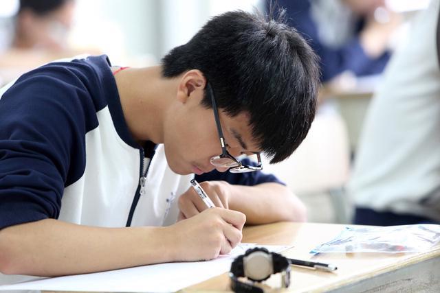 10 điều thí sinh cần lưu ý trước kỳ thi THPT quốc gia - Ảnh 1.