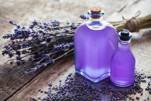 5 loại tinh dầu tốt nhất cho làn da đẹp - Ảnh 1.