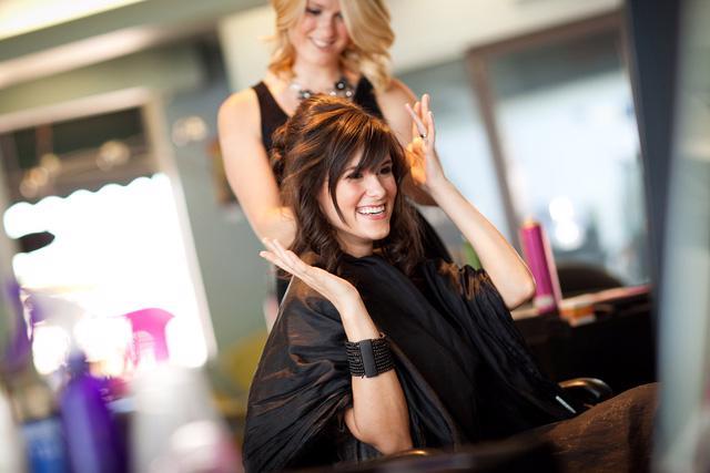 Tạo kiểu cho mái tóc lễ hội: chọn sản phẩm nào? - Ảnh 2.