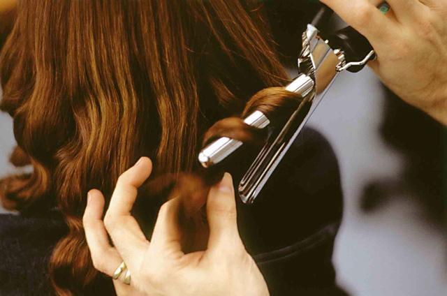 Tạo kiểu cho mái tóc lễ hội: chọn sản phẩm nào? - Ảnh 3.