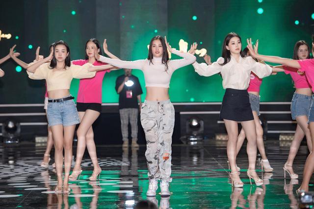 Đột nhập sân khấu Đêm chung kết Hoa hậu Việt Nam 2020 trước giờ G - Ảnh 2.