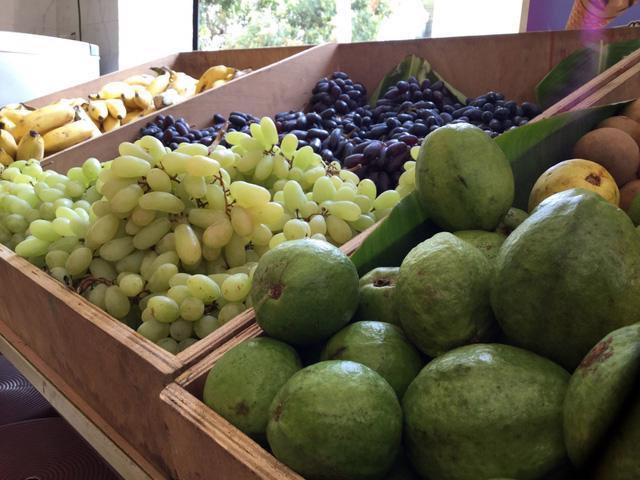 Loạn... trái cây nhập khẩu - Ảnh 1.