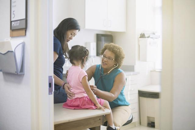Trẻ em cũng có thể mắc bệnh đại tràng - Ảnh 1.