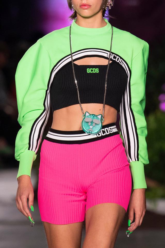 Túi xách siêu nhỏ tiếp tục đổ bộ các tuần lễ thời trang - Ảnh 10.