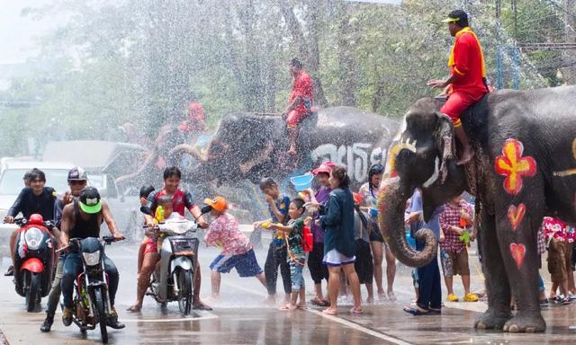 Thái Lan sẽ tổ chức lễ hội té nước Songkran 2021 - Ảnh 1.