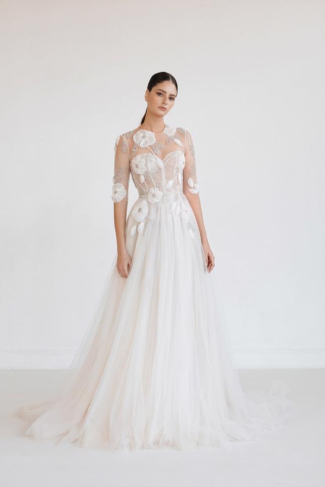 10 bộ váy cô dâu đẹp nhất mùa cưới này - Ảnh 1.