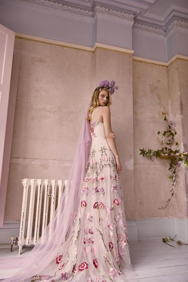 10 bộ váy cô dâu đẹp nhất mùa cưới này - Ảnh 6.