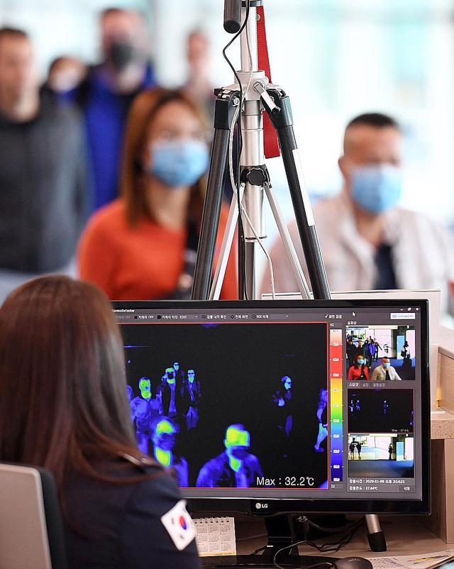 Bộ Y tế họp khẩn để ứng phó với virus viêm phổi từ Trung Quốc - Ảnh 3.
