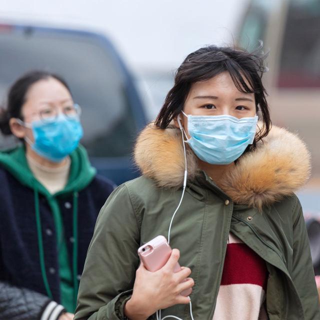 Bộ Y tế họp khẩn để ứng phó với virus viêm phổi từ Trung Quốc - Ảnh 2.