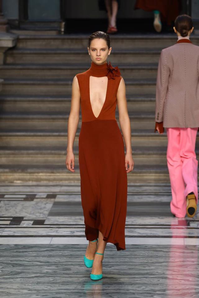 BST mới nhất của Victoria Beckham tại London Fashion Week 2020 - Ảnh 11.