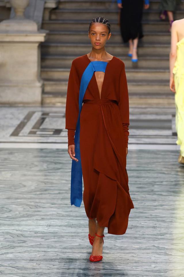 BST mới nhất của Victoria Beckham tại London Fashion Week 2020 - Ảnh 3.
