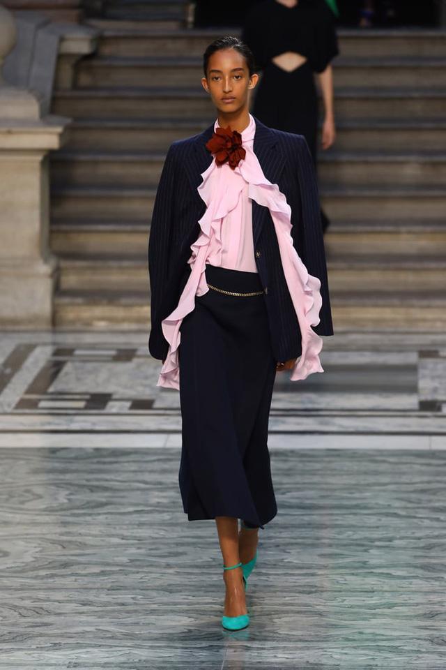 BST mới nhất của Victoria Beckham tại London Fashion Week 2020 - Ảnh 5.