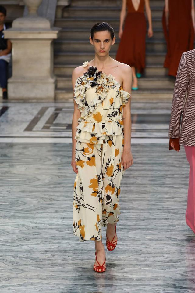 BST mới nhất của Victoria Beckham tại London Fashion Week 2020 - Ảnh 15.