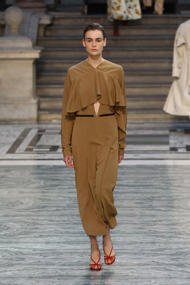 BST mới nhất của Victoria Beckham tại London Fashion Week 2020 - Ảnh 16.