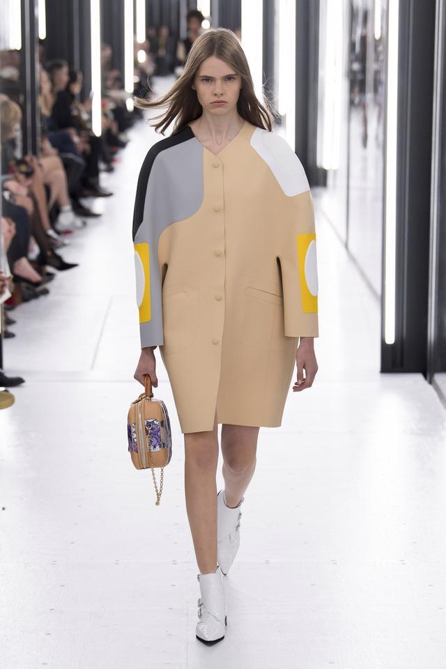 BST Xuân – Hè 2019 của Louis Vuitton: cái nhìn tươi sáng về tương lai - Ảnh 14.