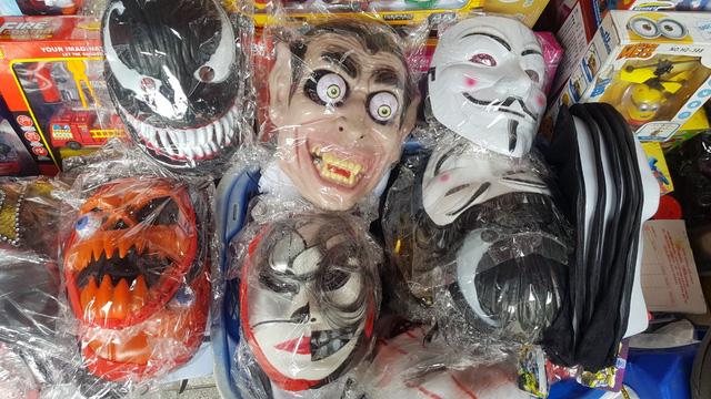 Thị trường Halloween: hàng Trung Quốc vẫn chiếm đa số - Ảnh 1.