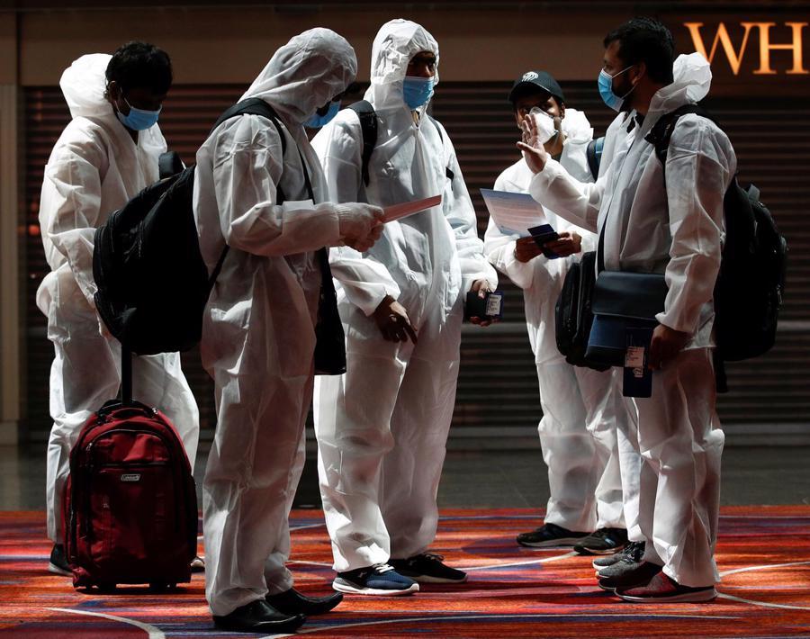 Singapore, Canada, Anh đồng loạt cấm người nhập cảnh từ Ấn Độ - Ảnh 1.