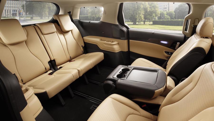 Hàng ghế phía sau có thể xoay linh hoạt.
