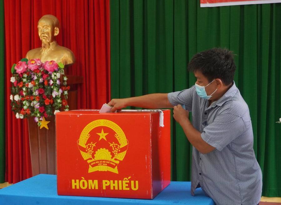 Cử tri tại cụm đảo Hòn Khoai bầu cử sớm -Ảnh: CTV