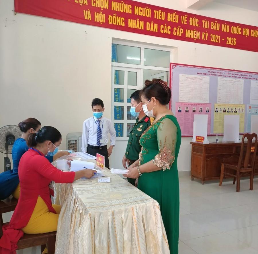 Cử tri chuẩn bị bầu cử sớm tại huyện đảo Bạch Long Vĩ, thành phố Hải Phòng - Ảnh: CTV.