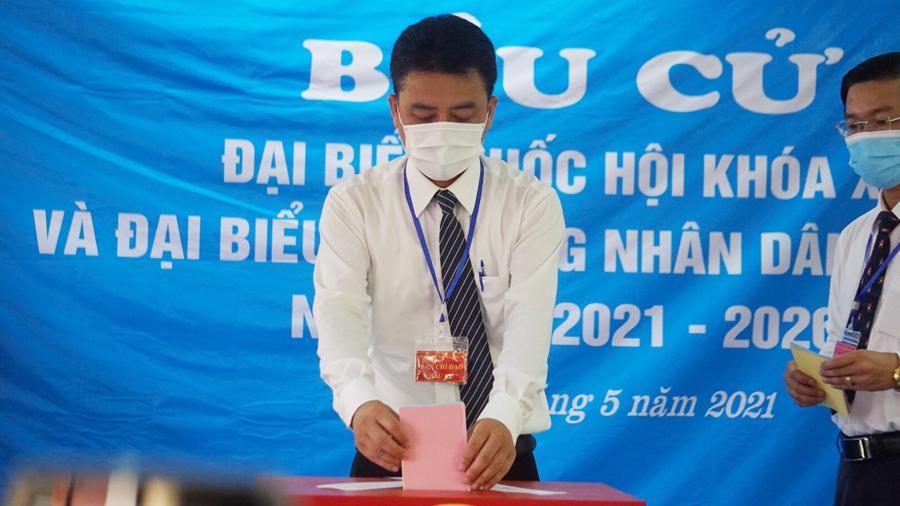 Cũng trong sáng 22/5,hàng nghìn cử tri huyện đảo Bạch Long Vĩ, thành phố Hải Phòng đã tiến hành bầu cử sớm - Ảnh:A.T.