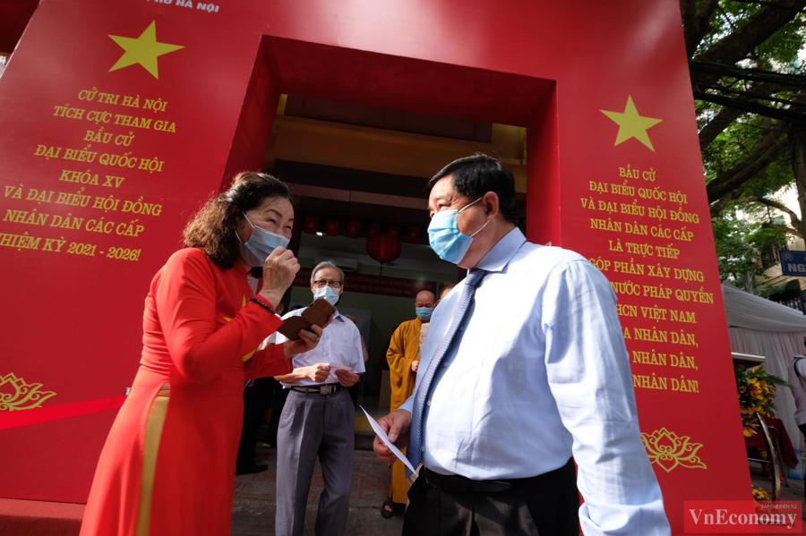 Tổng Bí thư Nguyễn Phú Trọng bỏ phiếu bầu cử, hòa chung ngày hội của toàn dân - Ảnh 2