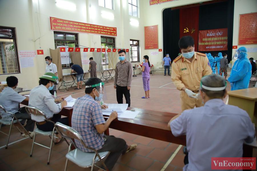 Giữa tâm dịch Bắc Ninh, ngày hội bầu cử diễn ra trang trọng, an toàn - Ảnh 4