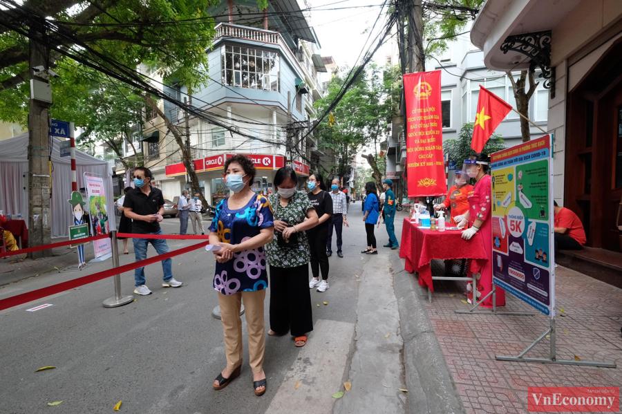 Không khí tưng bừng tại Hà Nội trong ngày hội lớn của toàn dân.