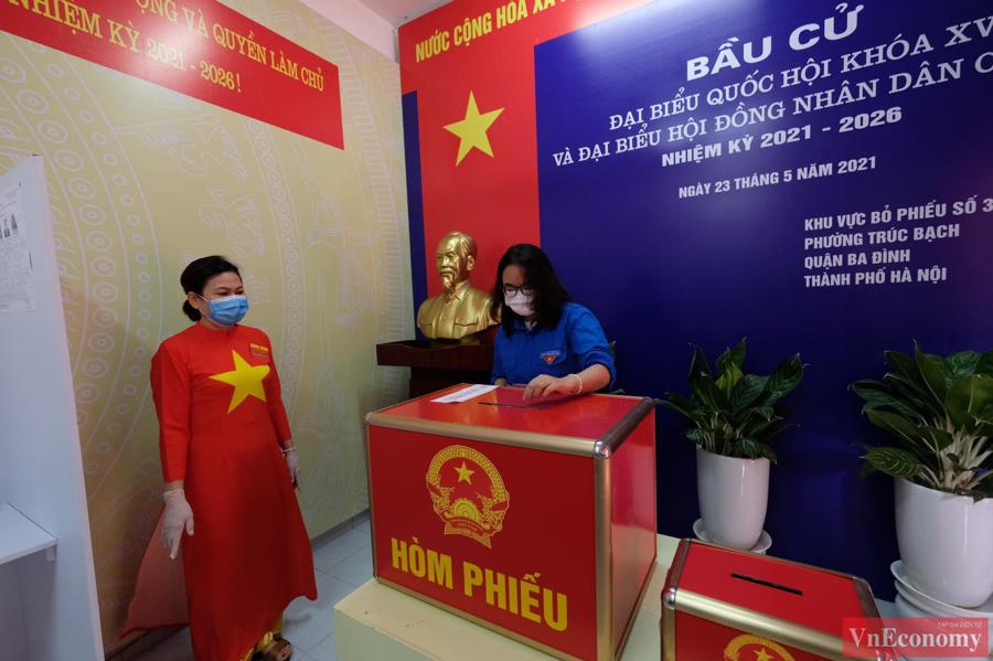 Tổng Bí thư Nguyễn Phú Trọng bỏ phiếu bầu cử, hòa chung ngày hội của toàn dân - Ảnh 6