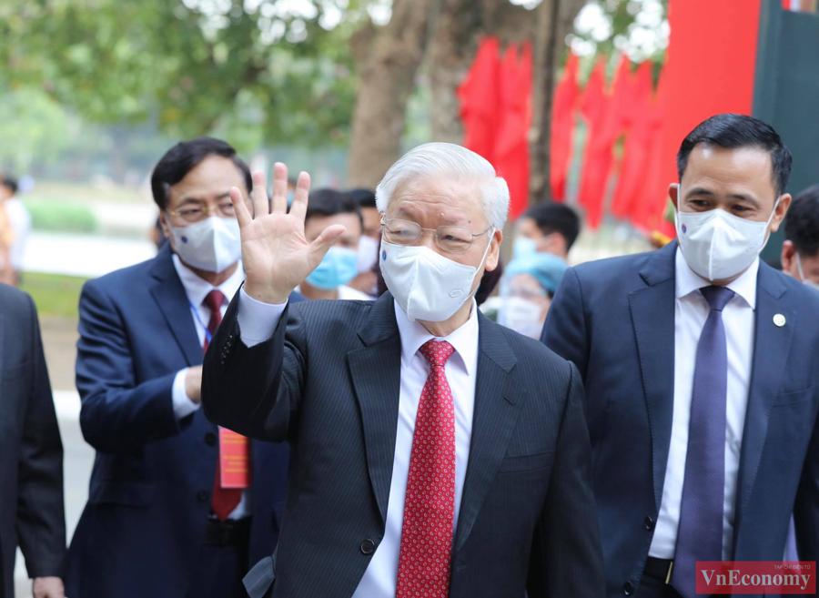 Tổng Bí thư Nguyễn Phú Trọng bỏ phiếu bầu cử, hòa chung ngày hội của toàn dân - Ảnh 1