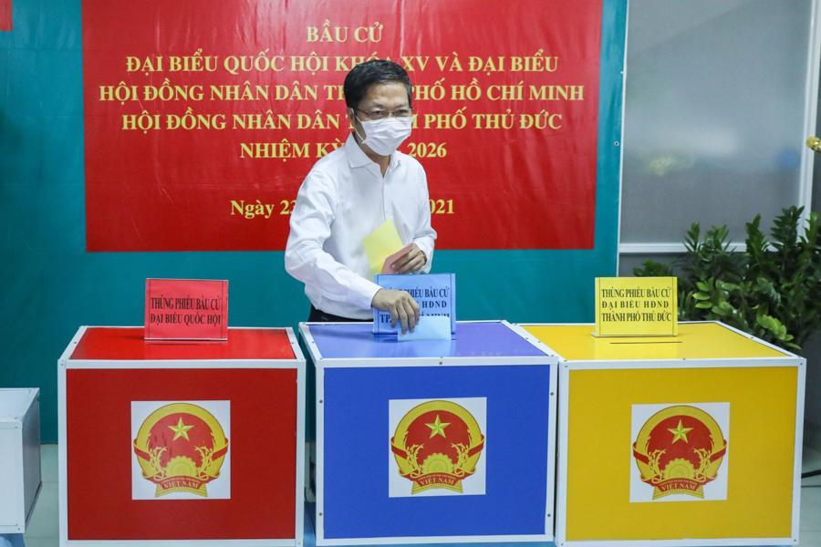 Đồng chí Trần Tuấn Anh, Ủy viên Bộ Chính trị, Trưởng Ban Kinh tế Trung ương khai mạc bầu cử và bỏ phiếu tại khu vực bỏ phiếu số 29, Phường Thảo Điền Tp. Thủ Đức.