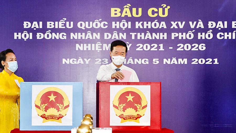 Đồng chí Võ Văn Thưởng, Ủy viên Bộ Chính trị, Thường trực Ban Bí thư dự khai mạc bầu cử và bỏ phiếu tại khu vực bỏ phiếu số 71 tại trường mầm non Sơn Ca 15, Phường 15, Quận Phú Nhuận, Tpp.HCM