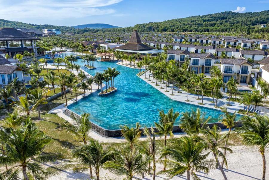 Khu nghỉ dưỡng là nơi lưu trú thú vị và tuyệt đẹp để khám phá văn hóa và lối sống bản địa trên đảo.