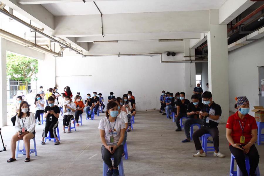 Nhiều doanh nghiệp trong các khu công nghiệp của tỉnh Bắc Giang phải tạm dừng sản xuất dẫn đến công nhân phải nghỉ việc. Ảnh Đức Duy.