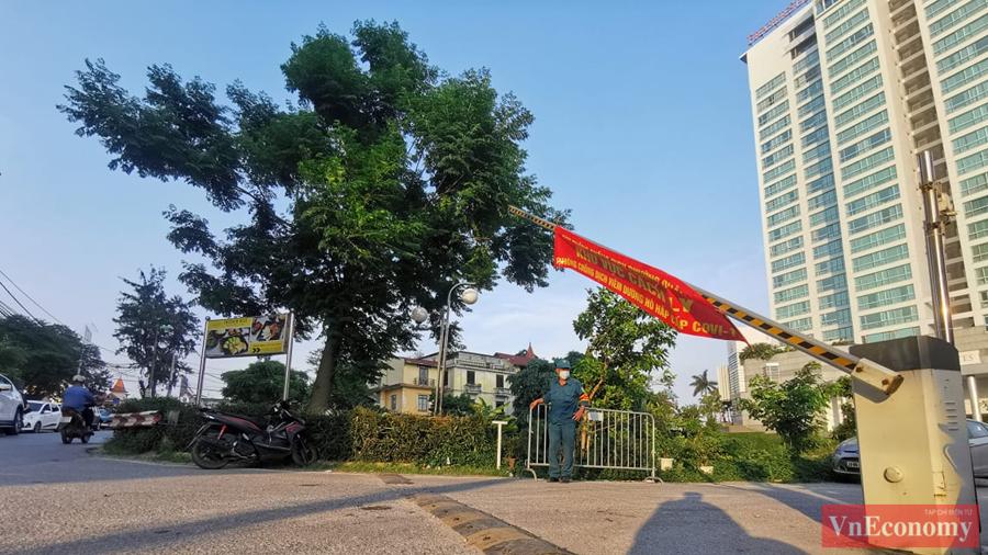 Hà Nội khẩn trương cách ly y tế tòa nhà tổ hợp quận Tây Hồ - Ảnh 4