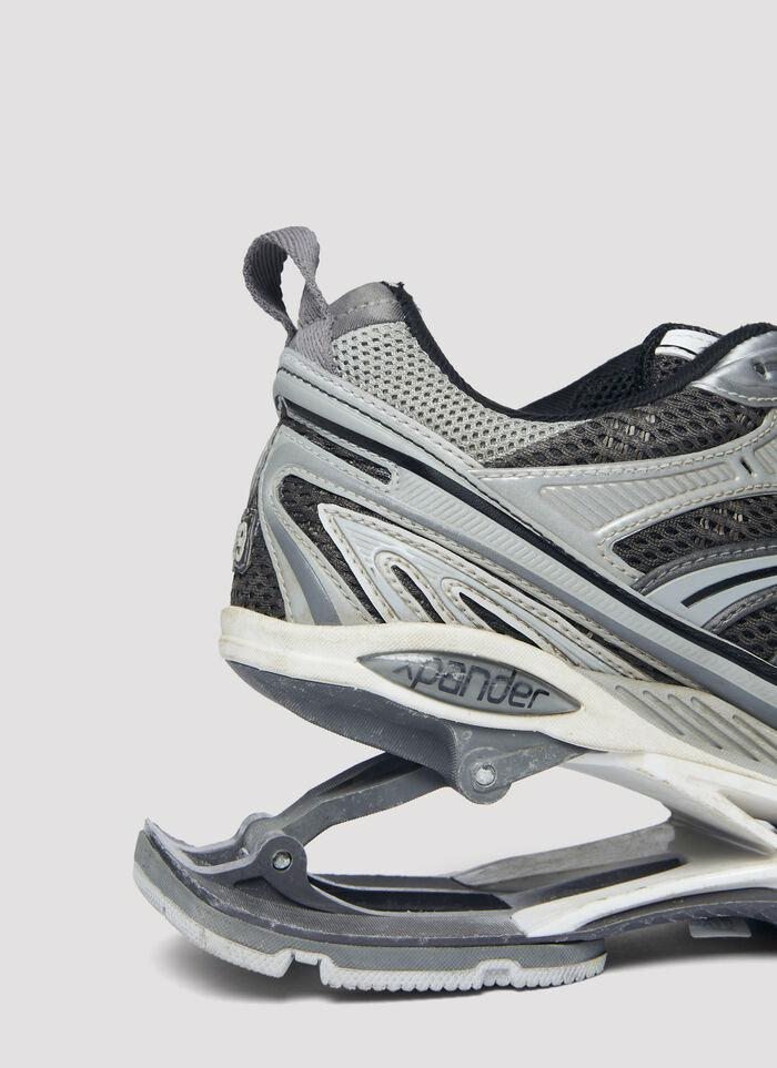 Cả trang phục lần sneakers mới của Balenciaga đều gây tranh cãi - Ảnh 2