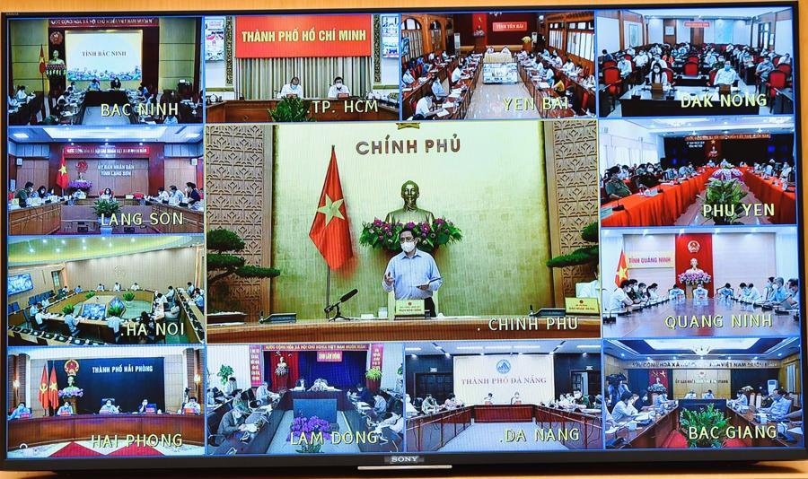 Phiên họp được tổ chức trực tuyến tới UBND tất cả các tỉnh, thành phố trực thuộc Trung ương và các quận, huyện, thị xã có khu công nghiệp, khu chế xuất, khu kinh tế. Ảnh VGP/ Nhật Bắc.